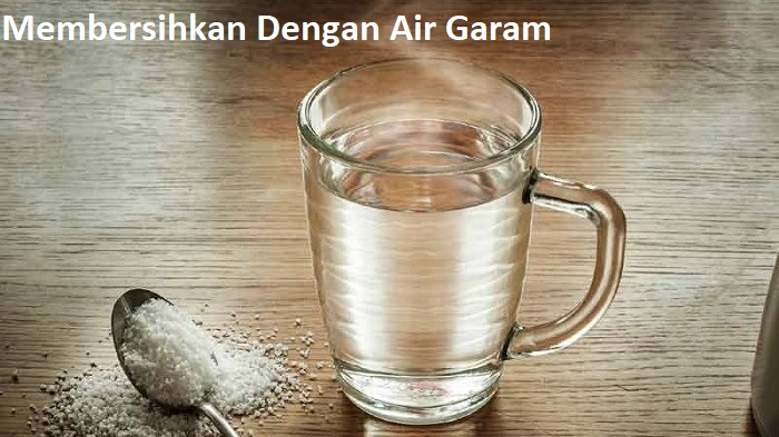 Membersihkan Dengan Air Garam